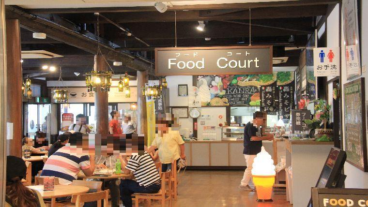 道の駅甘楽にある地粉ピザレストランの客席の雰囲気
