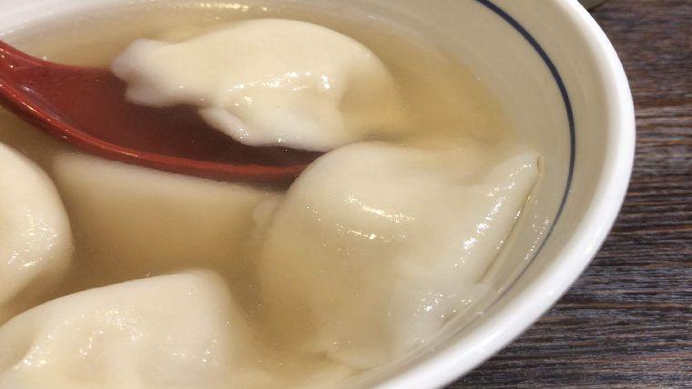 餃子の皮がモッチモチの海鮮水餃子
