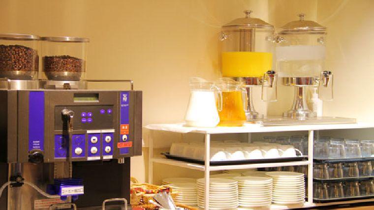 リッチモンドホテル宇都宮駅前アネックスのオトワ キッチンのドリンクコーナー