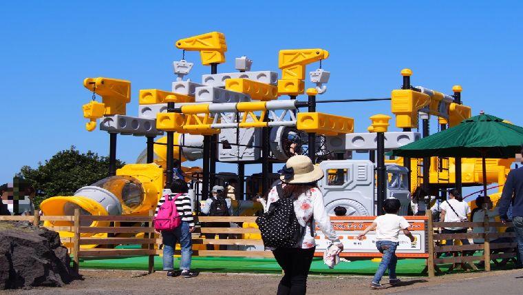 ぐらんぱる公園にある小さな子供でも安心して遊べる工事現場風キッズアスレチック~スパイラルダクト~