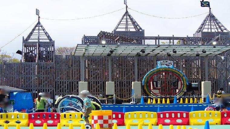ぐらんぱる公園にある国内初の木造船形立体迷路の船型立体迷路~KAiZOKU~大人から子供まで幅広い年齢層に人気のあるアトラクション