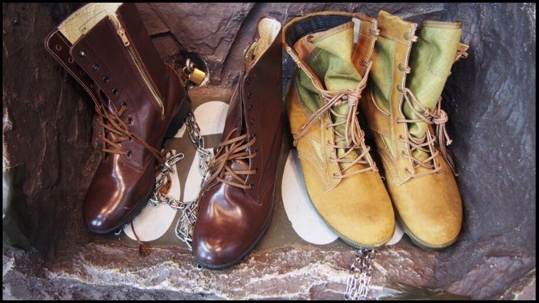りっくんランド(陸上自衛隊広報センター)にある、防暑靴(ぼうしょぐつ)と航空靴(こうくうか)