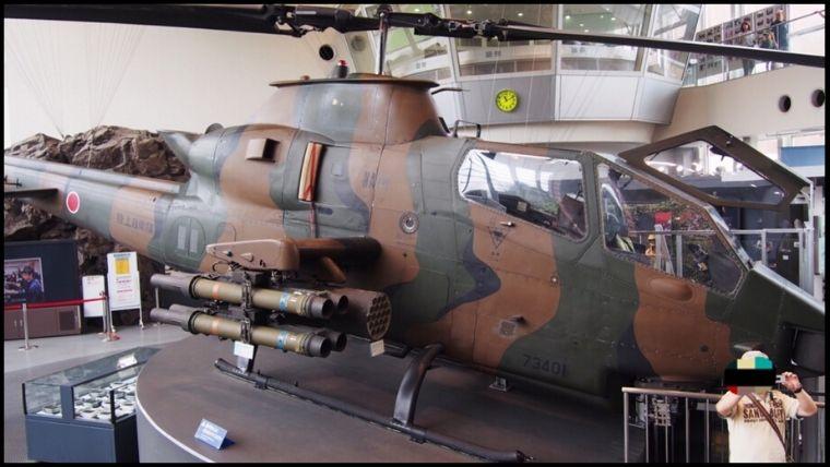 りっくんランド(陸上自衛隊広報センター)1階にある目玉展示品の1つ「対戦車ヘリコプター AH-1S[通称:コブラ]」の全景