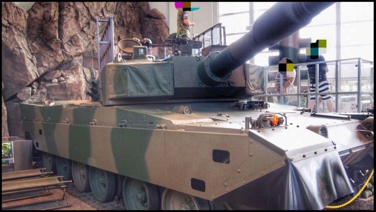 りっくんランド(陸上自衛隊広報センター)にある90式戦車。