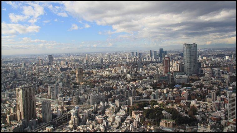 六本木、渋谷方面。六本木ヒルズがわかりやすい目印。