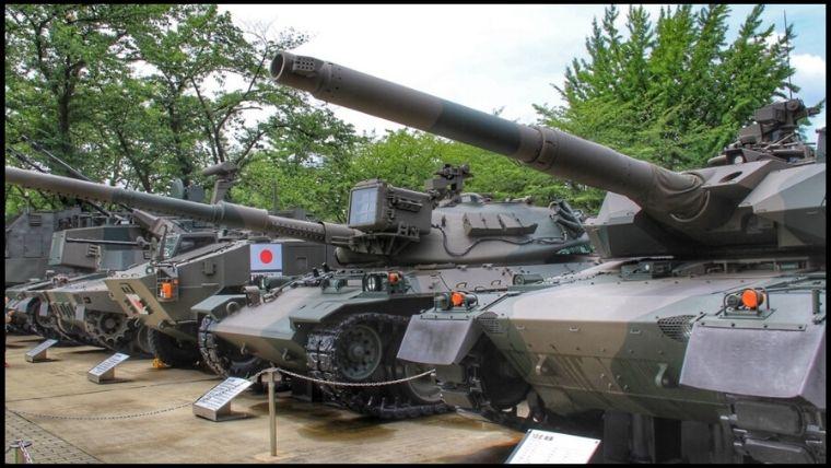 戦車やヘリコプターの体験搭乗やシュミレーター、たくさんの展示があって入館無料のりっくんランドはすごい